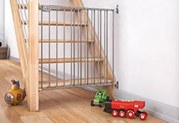 kindergitter treppensicherheitsgitter und ofenschutzgitter von dolle. Black Bedroom Furniture Sets. Home Design Ideas
