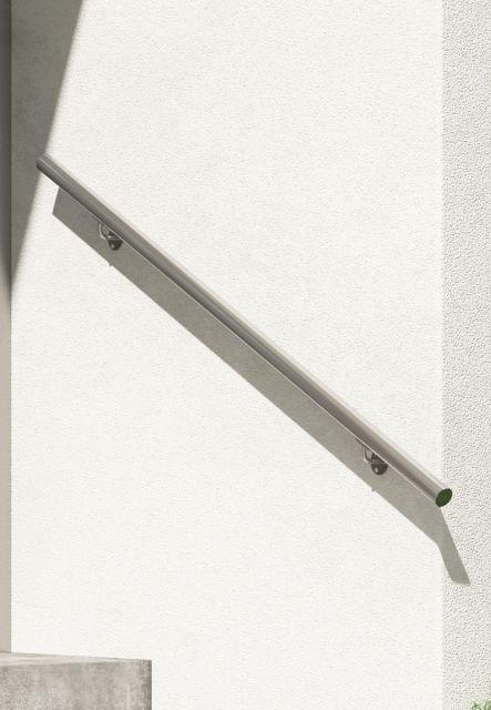 DOLLE Edelstahl Handlauf-Set für Innen und Außen, 150 cm, kürzbar, Ambientebild nah. Als Wandhandlauf für Treppen.
